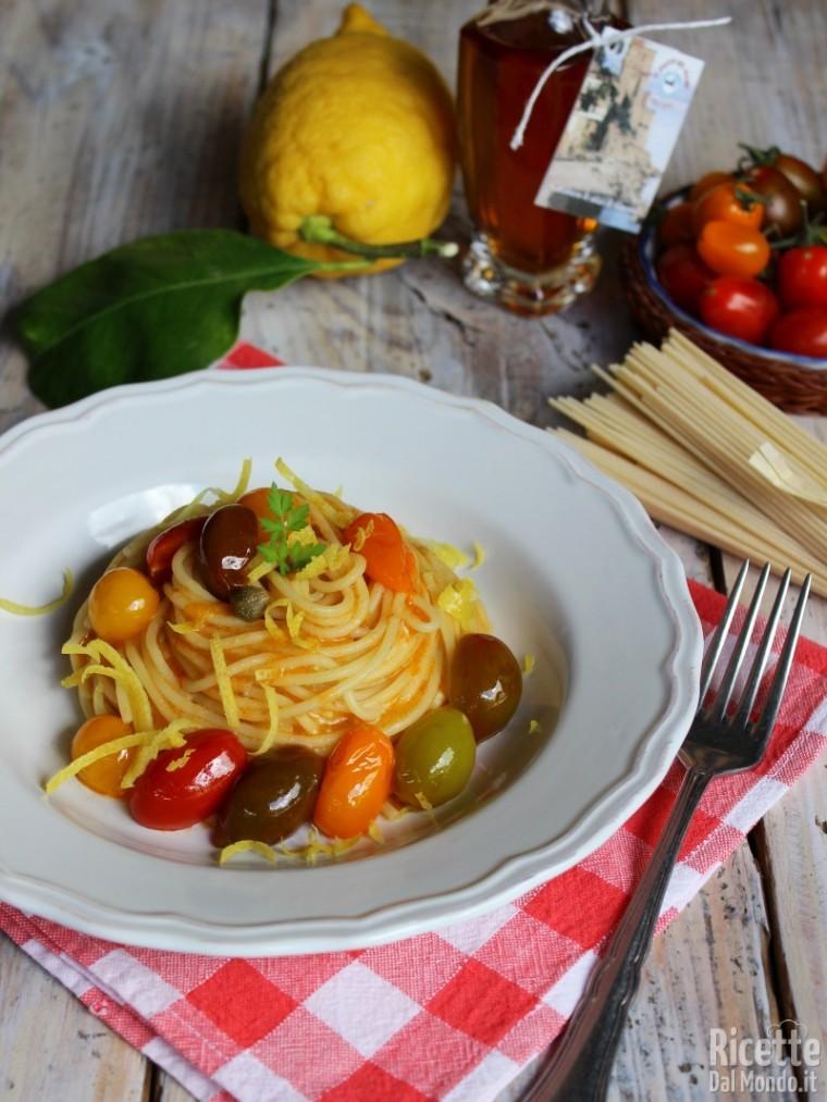Come fare gli spaghetti con colatura di alici e pomodorini