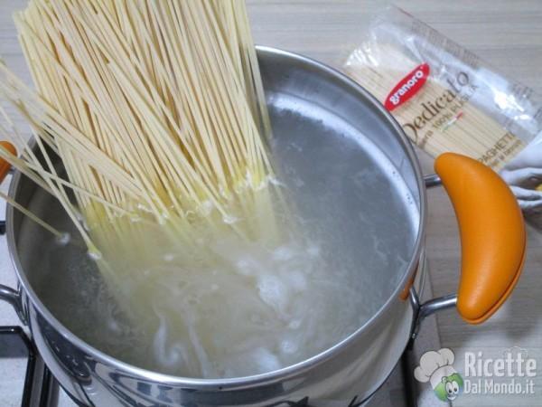Spaghetti con colatura di alici e pomodorini 6