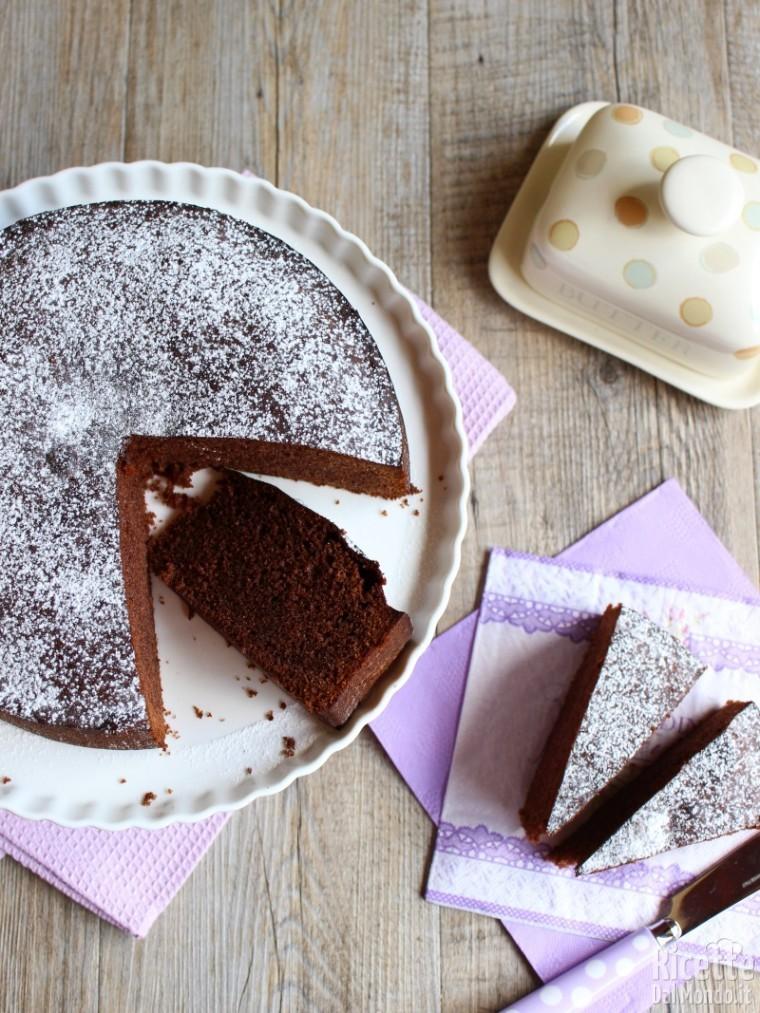 Sponge cake al cioccolato morbida