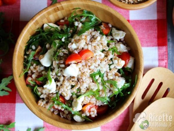 Ricetta insalata fredda di orzo, farro e grano