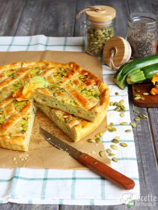 Crostata salata di zucchine e fiori estiva