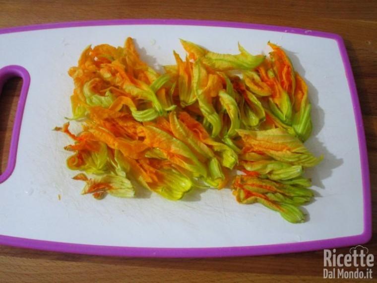 Crostata salata di zucchine e fiori 4