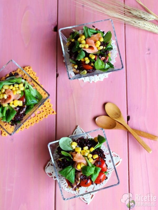 Ricetta insalata di riso venere e salmone