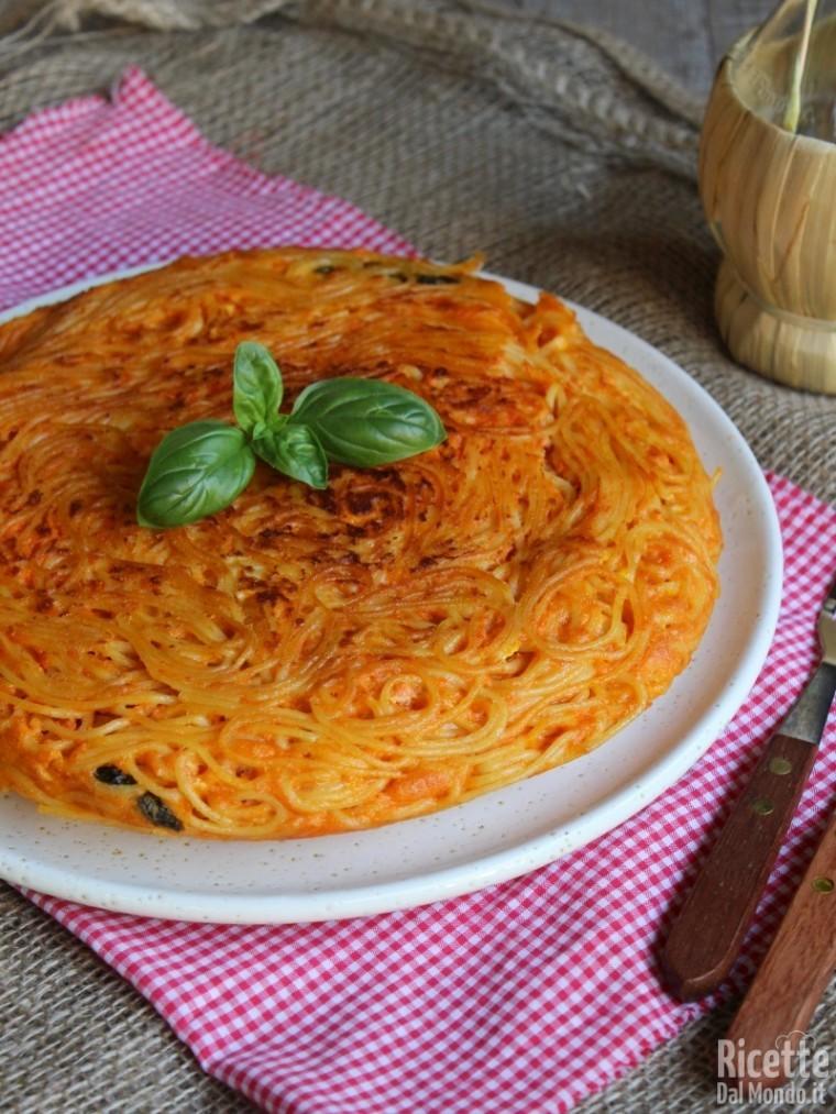 Frittata di spaghetti al sugo di pomodoro