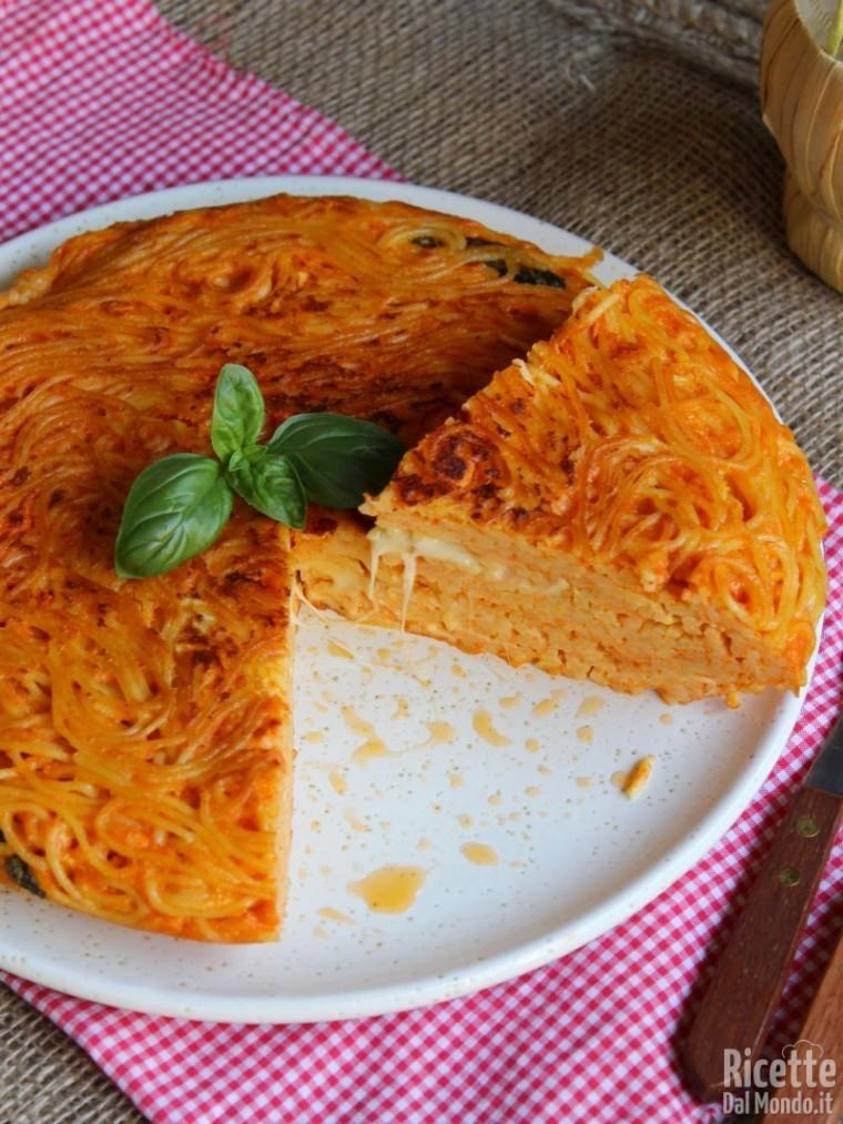 Come fare la frittata di spaghetti al sugo