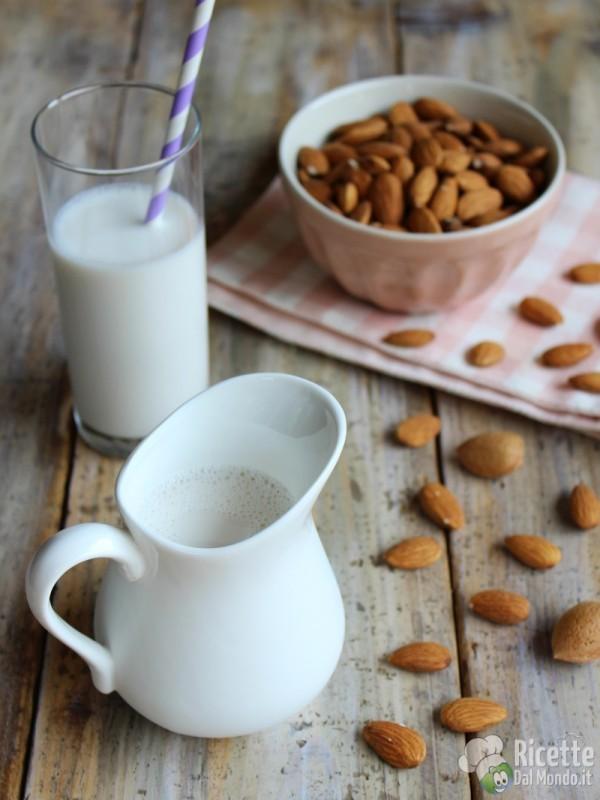 Come fare il latte di mandorla vegano