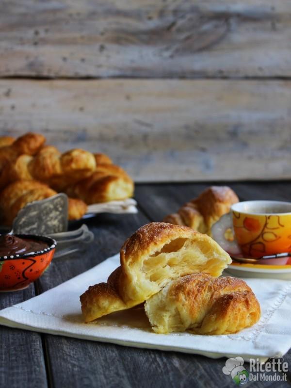 Cornetti sfogliati francesi senza uova