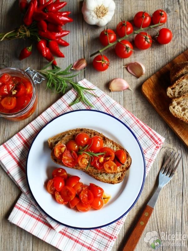 Pomodorini marinati ricetta semplice