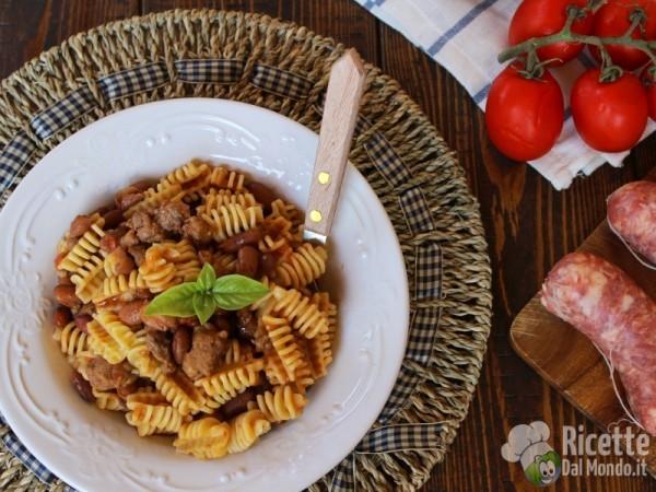 Pasta fagioli e salsiccia alla napoletana