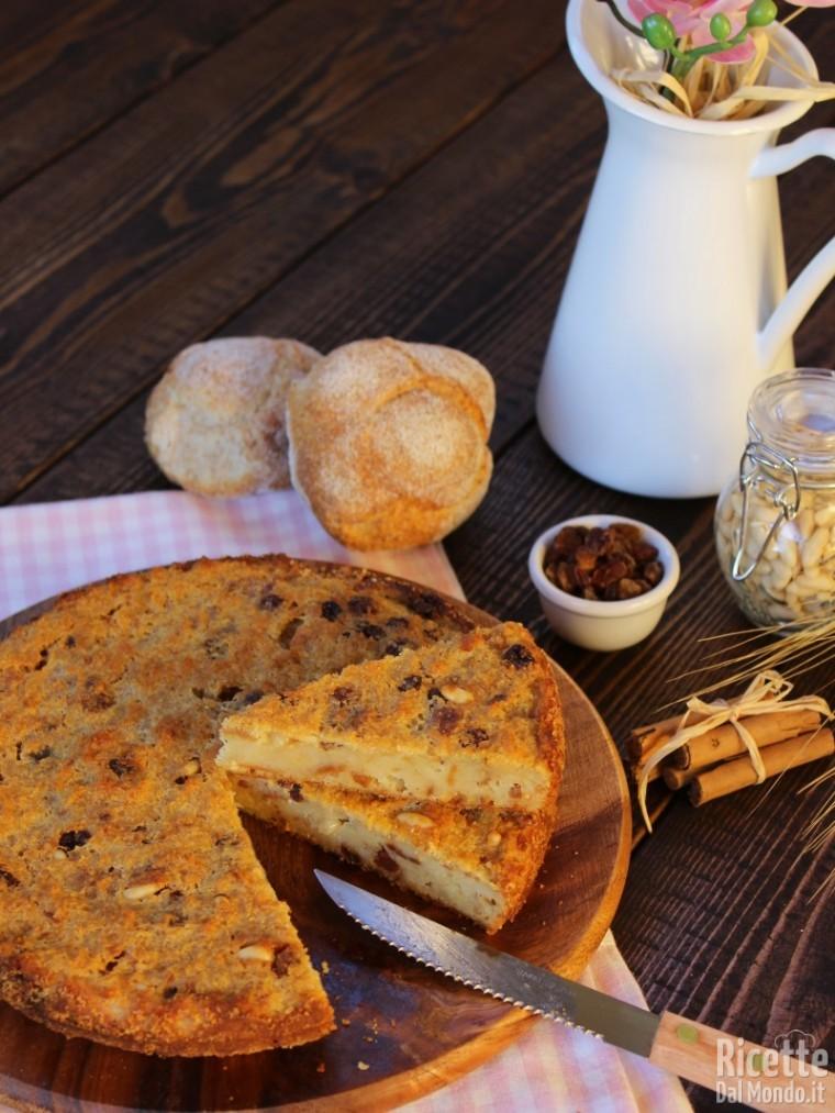 Torta di pane con uvetta e pinoli