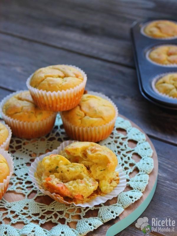 Come fare i Muffin salati con salmone e zucchine