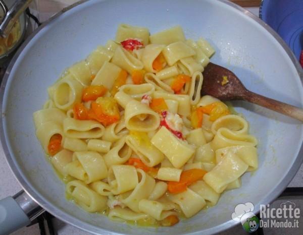Mezze maniche con astice e pomodorini gialli 5