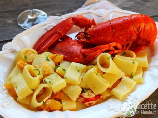 Ricetta Mezze maniche con astice e pomodorini gialli
