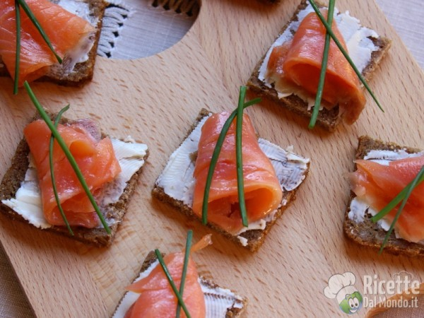 Ricetta Tartine al salmone affumicato
