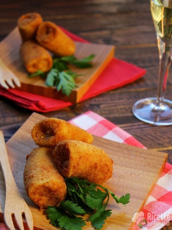 Paccheri fritti ripieni di calamari e patate di Natale