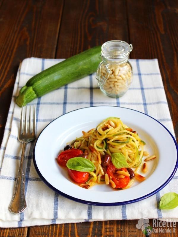 Spaghetti di zucchine e pomodorini