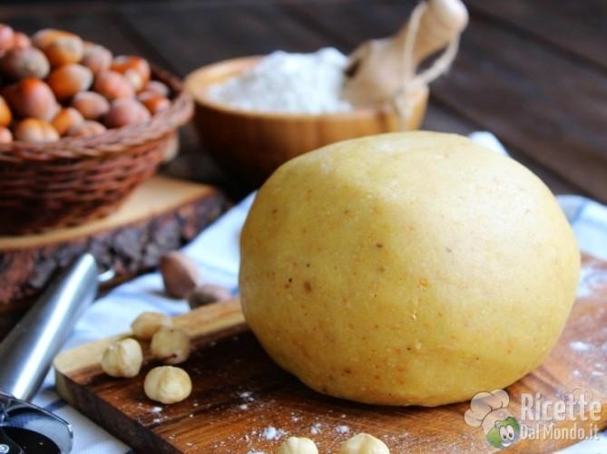 Pasta frolla alle nocciole dolce e friabile