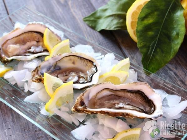 Ostriche al limone e pepe crude