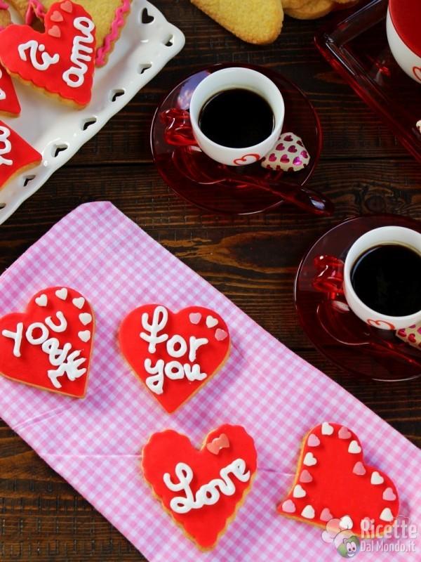 Ricetta Biscotti di san Valentino a cuore decorati
