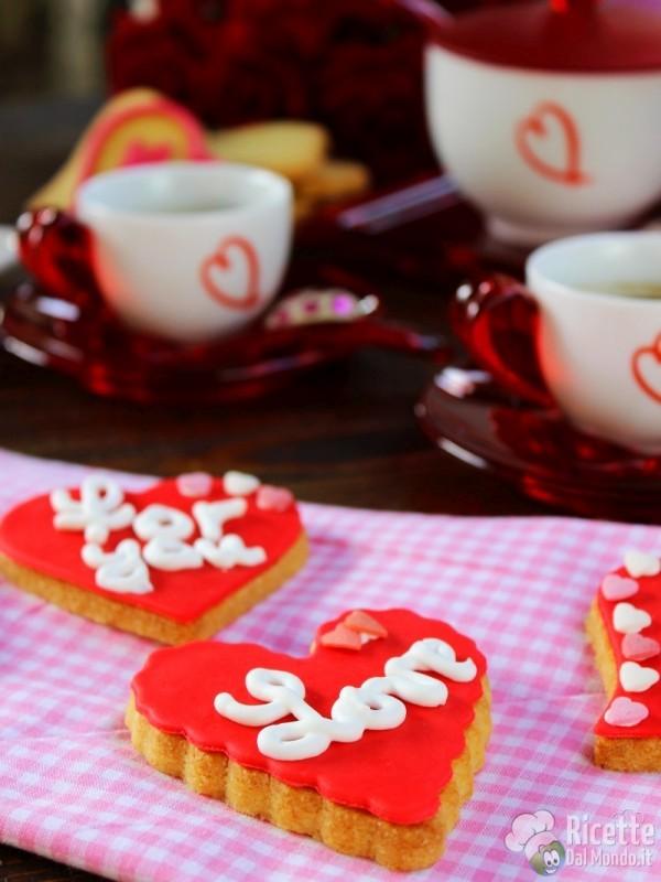 Come fare i Biscotti di san Valentino a cuore decorati