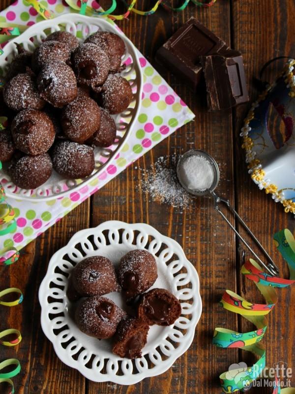 Castagnole al cioccolato ripiene di crema