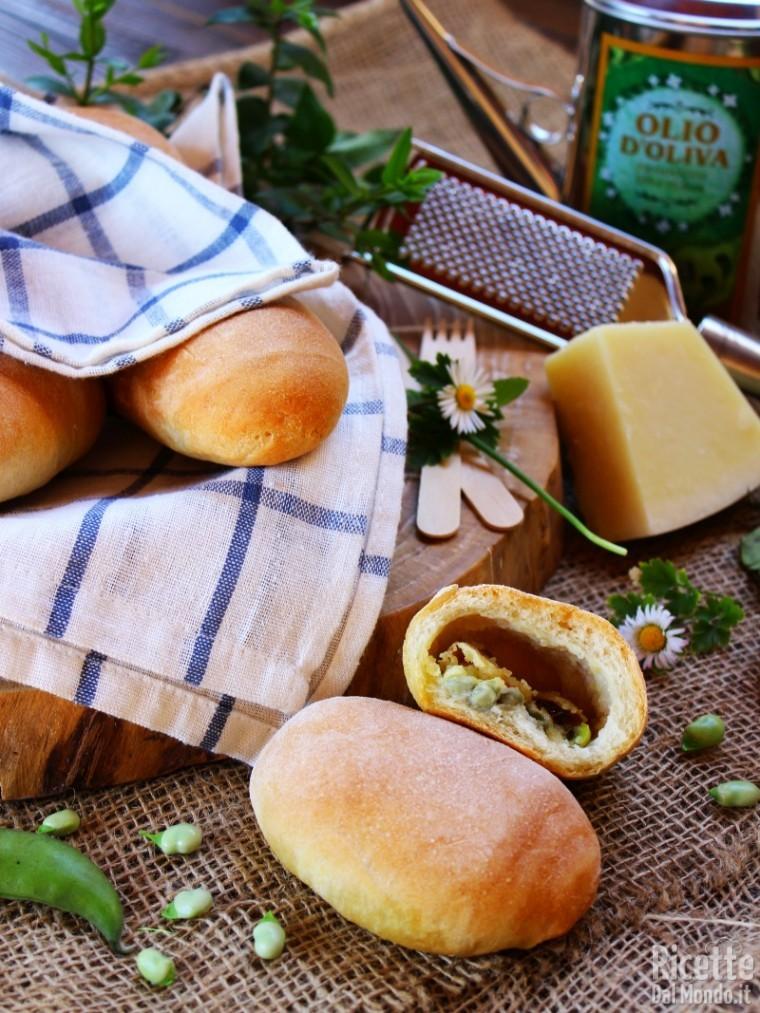 Come fare i panini ripieni di fave e pecorino