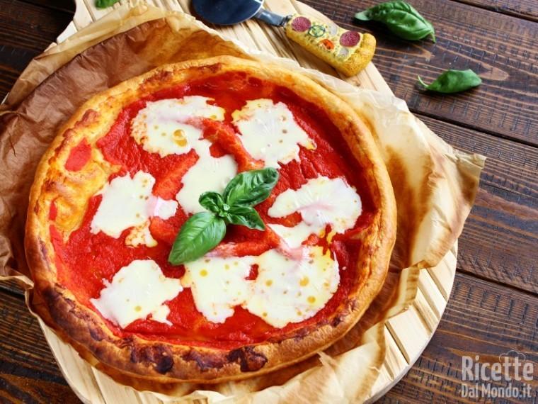 Finta pizza di pasta sfoglia semplice e veloce