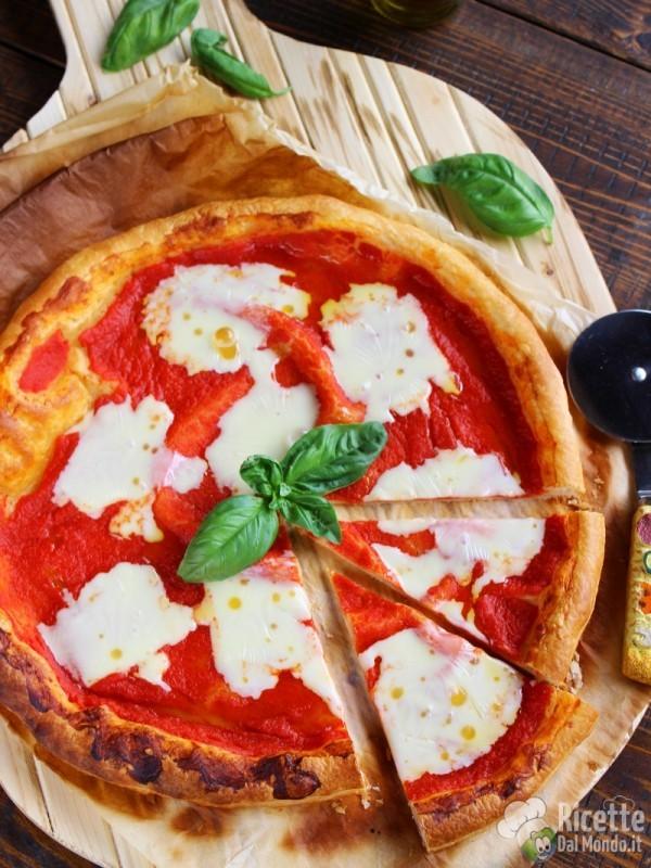 Semplice finta pizza di pasta sfoglia