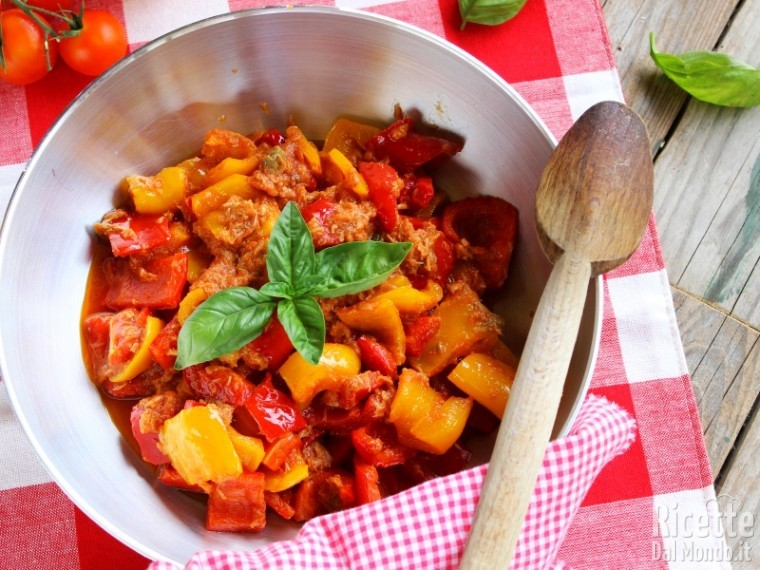 Ricetta peperoni in padella e tonno