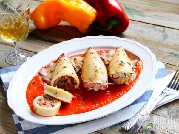 Ricetta calamari ripieni con salsa di peperoni