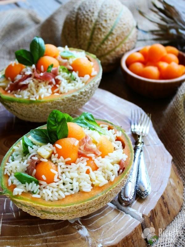 Come fare l'insalata di riso con prosciutto e melone