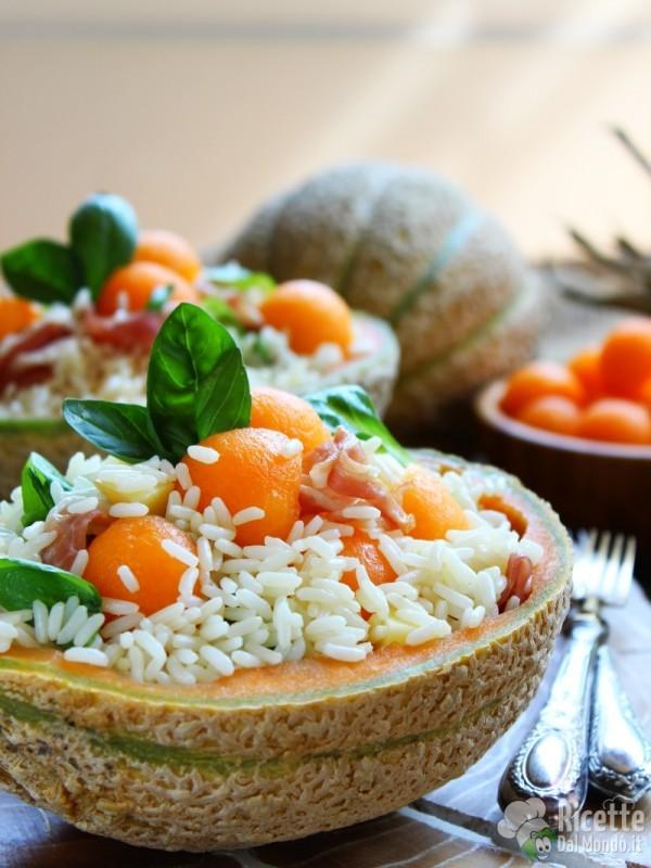 Insalata di riso con prosciutto nel melone