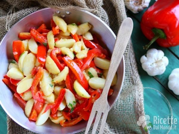 Ricetta peperoni e patate in padella