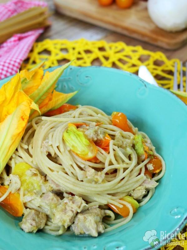 Spaghetti integrali con pomodorini gialli e tonno estivi
