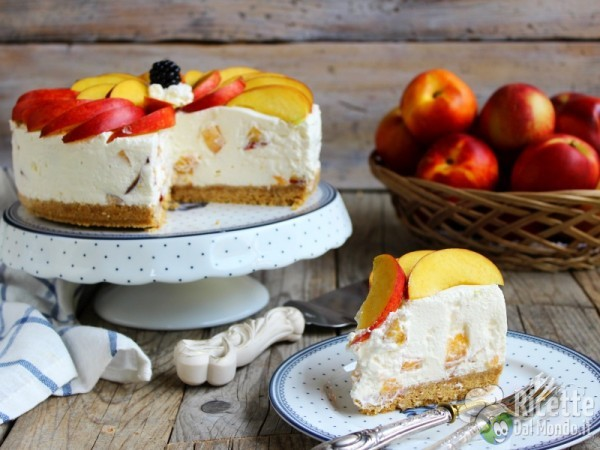 Come fare la cheesecake yogurt e pesche