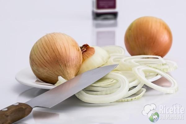 10 insoliti utilizzi del forno a microonde: tagliare le cipolle