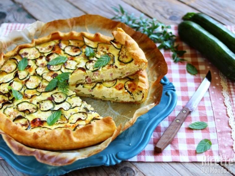 Torta salata di brisè con zucchine e bacon, ricetta