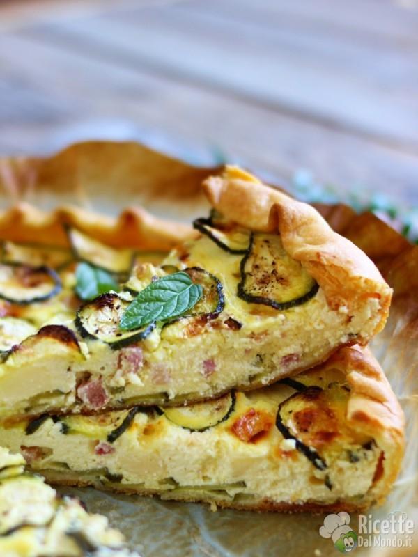 Ricetta semplice della Torta salata di brisè con zucchine e bacon