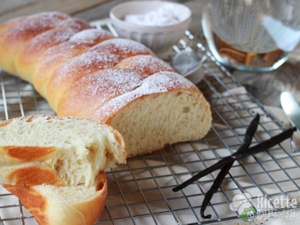 Treccia di pan brioche all'acqua