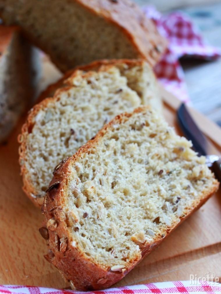 Pane ai semi misti fatto in casa