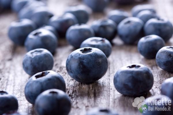 Frutta e verdura colorata: blu, viola