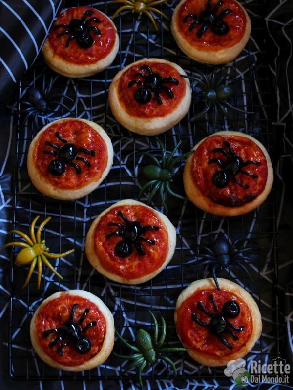 Ricetta pizzette ragno di Halloween