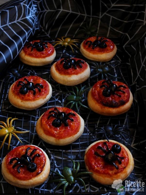 Come fare le pizzette ragno di Halloween
