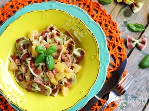 Ricetta farfalle tricolore con patate e pancetta alla birra