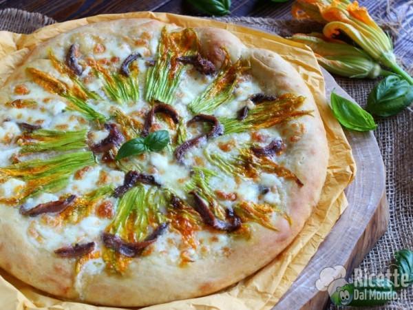 Ricetta della pizza con fiori di zucca e alici