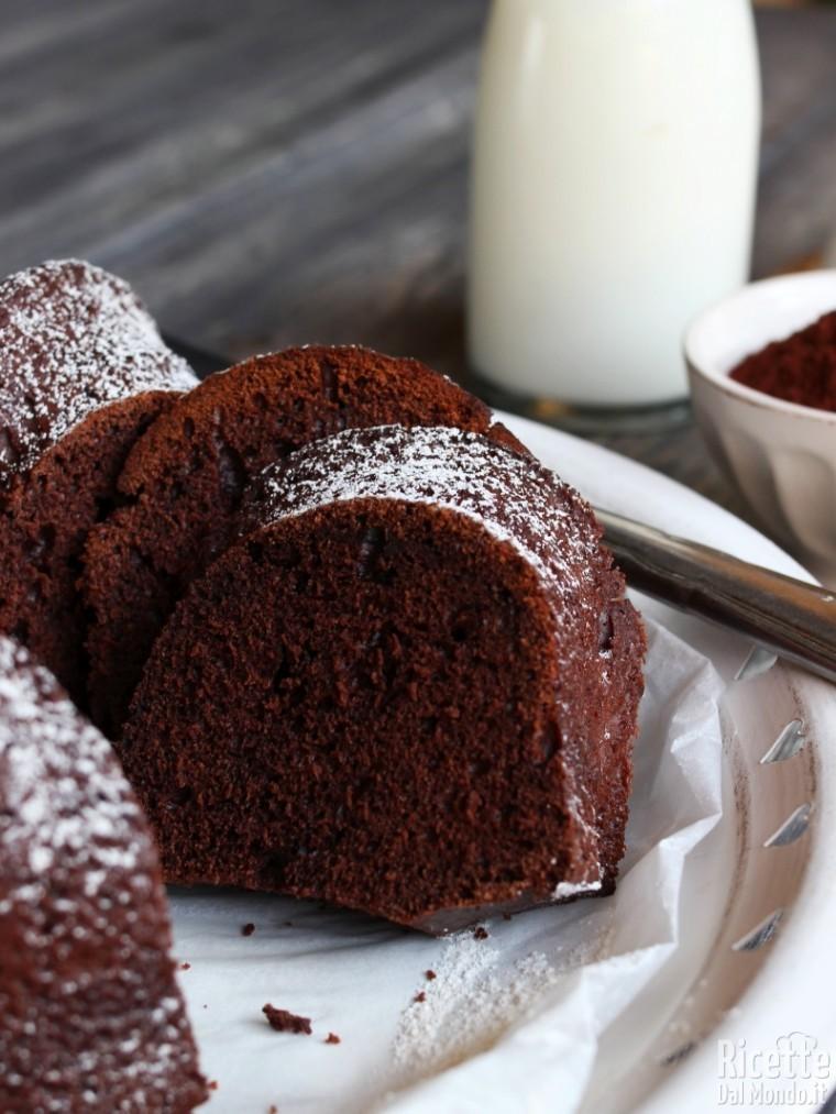 Come fare la ciambella soffice con ricotta e cioccolato