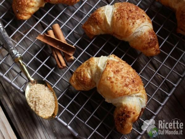 Ricetta croissant di pasta sfoglia alle mele