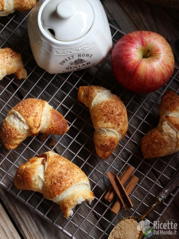Croissant di pasta sfoglia alle mele veloci