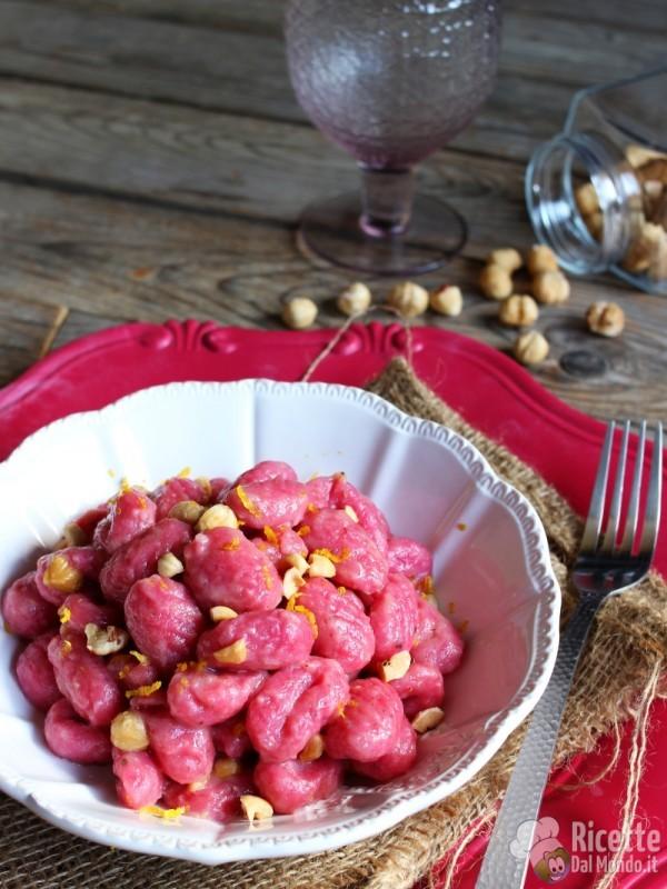 Semplici gnocchi di barbabietola e patate