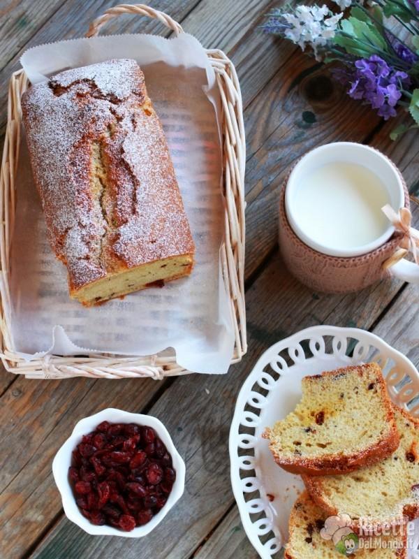 Pane dolce ai frutti di bosco secchi semplice e veloce